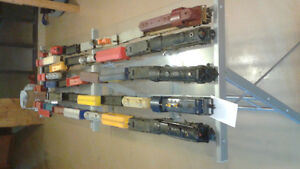 LIONEL TRAIN ENGINES, CARS AND VICTORIAN HOUSES Windsor Region Ontario image 1