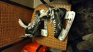 LIKE NEW** 12k Reebok pump hockey skates size 10