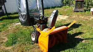 Souffleuse Columbia 13hp 33po commerciale power steering