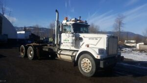 1986 WesternStar Tractor w/lowbed ramps