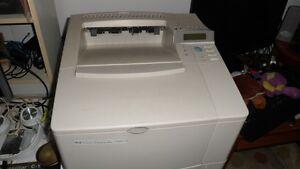 Imprimante HP 4000T peu utilisée
