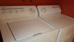 Laveuse et sécheuse blanche, washer and dryer white