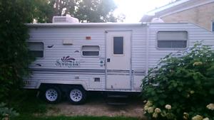 1999 Springdale 23 foot fiftwheel camper