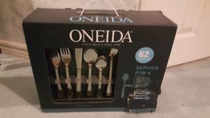 Oneida flatware 62pc