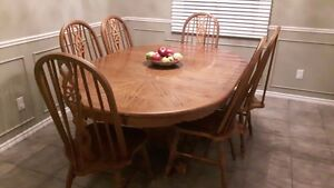 Must Go Fast! Real Oak Table!