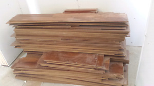 Roughly 530sq ft used laminate flooring