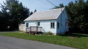 Cozy 2 bedroom bungalow in Moose Creek, available Oct. 1st
