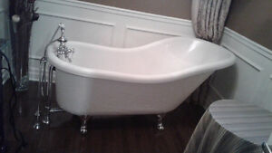 Claw bathtub with Hardware