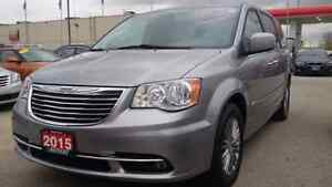 2015 Chrysler Town & country fully loaded