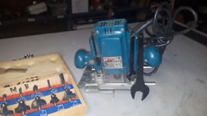 """Makita router for sale 1 1/4 hp runs great 1/4"""" capacity come"""