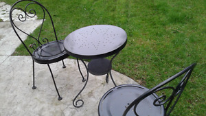 Nice!! Metal Table and 2 chairs--moving sale!!