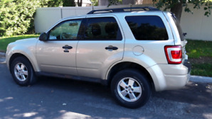 2010 Ford escape XLT 98,000 km         4 cyl.  open to offer's