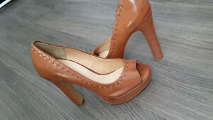 le chateau high heels never worn