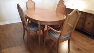 SOLID WOOD 8 PIECE DINING ROOM SET