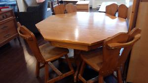 Set de table antique avec 4 chaises