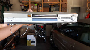 Hitachi DVD Player with remote