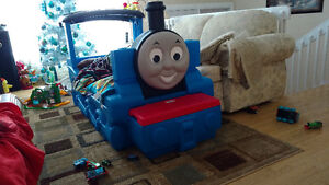 Thomas the train bed like new with matress