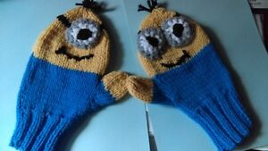 Minnion mittens, adult size small, hand knit West Island Greater Montréal image 2