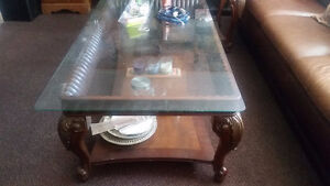 Beautiful coffee table and 2 side tables