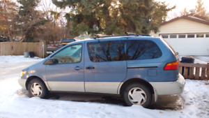 1998 Toyota Sienna LE (parting out)