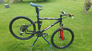 GIANT Full Suspension Mnt. Bike / With Bike Stand ( together)