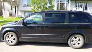 08 dodge Grande caravan full load power doors DVD swivel and go.
