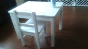 kids white table and chair