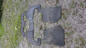 LR3 LR4 Land Rover factory rubber mats 7 seating