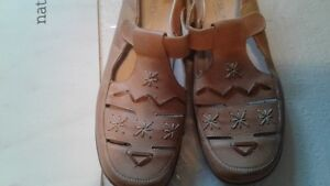 HARDLY WORN REMONTE SHOE BY RIEKER SIZE 9.5