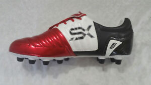 Umbro xs valor size 12 soccer cleats , like new condition