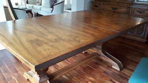 Cherrywood Dining Room Table & Chairs plus 2pc Cabinet & Hutch
