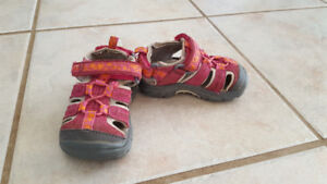 Girl Pink Closed-toe Sandals (Size 5, Toddler)