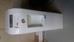Hot/Cold Water Dispenser. Bottom feed
