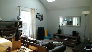Summer Sublet! Furnished 1 bdr apartment near Campus