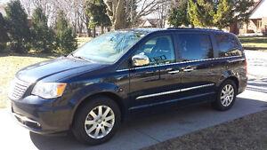 2012 Chrysler Town & Country Minivan, Van