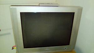 À DONNER - Télévision cathodique (non HD) Samsung 27 pouces