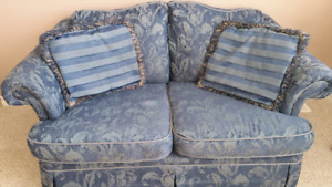 Love seat. ..in good condition  $50