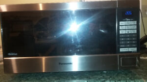 Microwave Panasonic Stainless Steel 1.6c/f in good condition