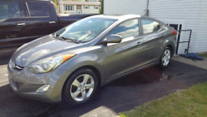 2012 Hyundai Elantra GLS Sedan with Winter Tires/Rims