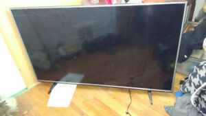 "60"" 4k smart LG Led TV screen broken can be fixed bought $4000"