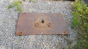 Fifth wheel hitch plate