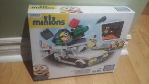 Mega Bloks Minions Station Wagon Getaway 188 pcs Brand New!