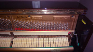 Samick SU-121 Upright Piano in Excellent Condition & Tuned Kitchener / Waterloo Kitchener Area image 5