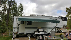 25' Fifth Wheel Camper