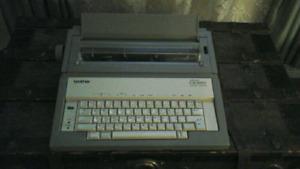 Machine à écrire ( électronique ) bonne condition marque BROTHER