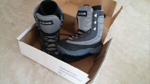 Airwalk snowboard boots - men's size 9