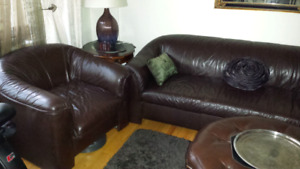 Leather couch set / canapés cuir - moving sale