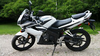 Great condition 2007 Honda CBR125R with women's gear