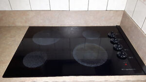 Plaque de Cuisson en Vitro Céramique Marque Frigidaire