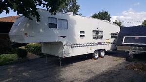 1998 Aero 27.5' 5th wheel trailer